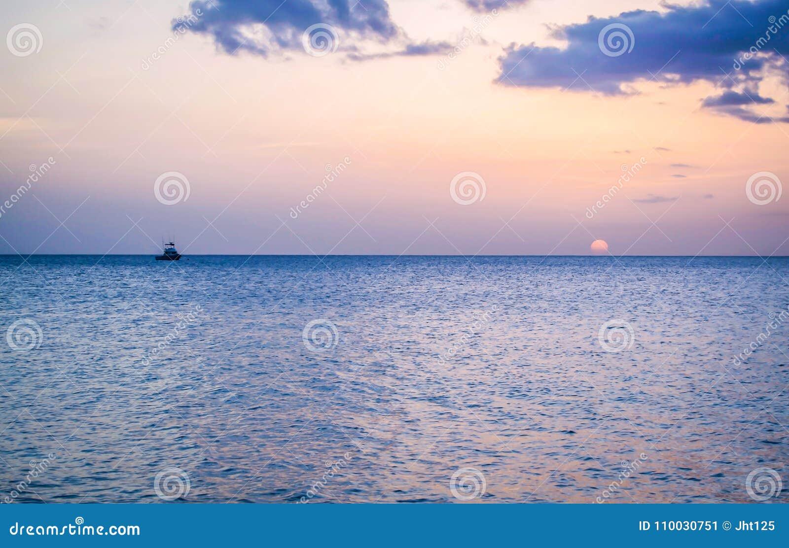 Dominica Island Sunset in Silhouet op het strand