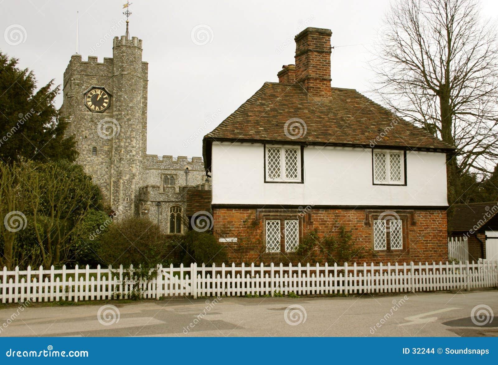 Download Domki kościelna wioski zdjęcie stock. Obraz złożonej z wieśniacy - 32244