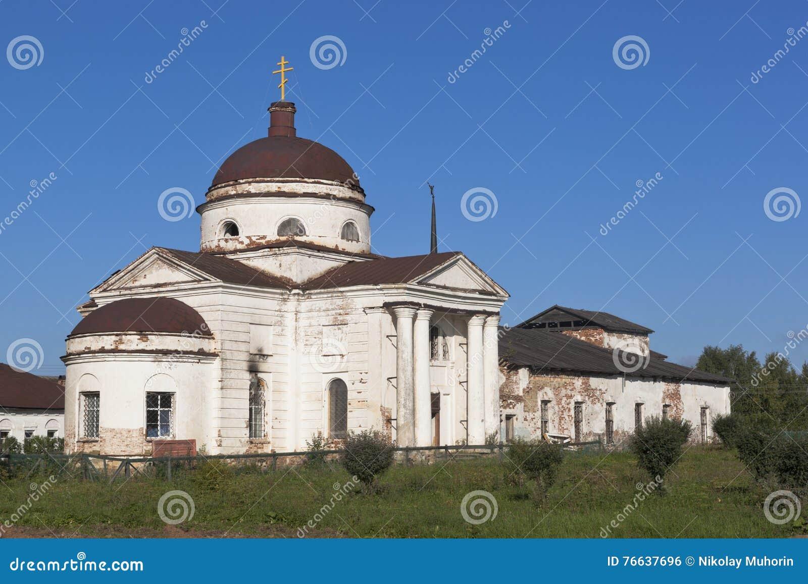 Domkyrka av den Kazan symbolen av modern av guden i staden Kirillov, Vologda region