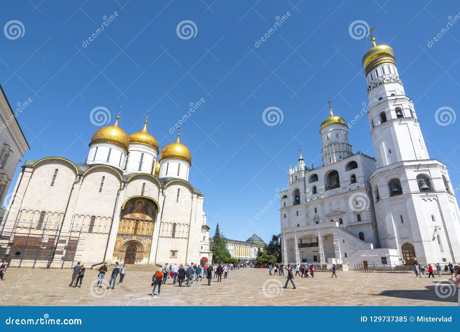 Domkyrka av Dormitionen Uspensky Sobor eller antagandedomkyrka och Ivan det stora Klocka tornet på domkyrkan Sobornaya, Ryssland