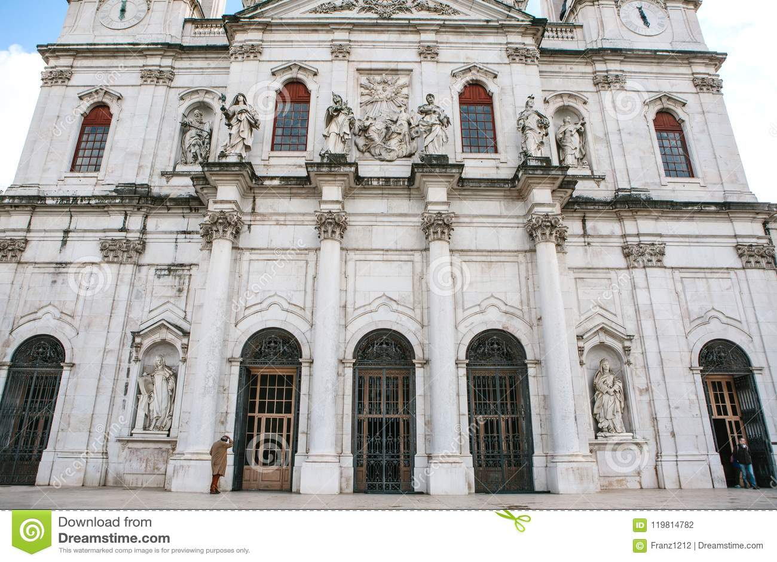 Domkyrka för basilikada Estrela i Lissbon, Portugal Katolsk domkyrka och västra kristendomen Arkitektonisk sikt in