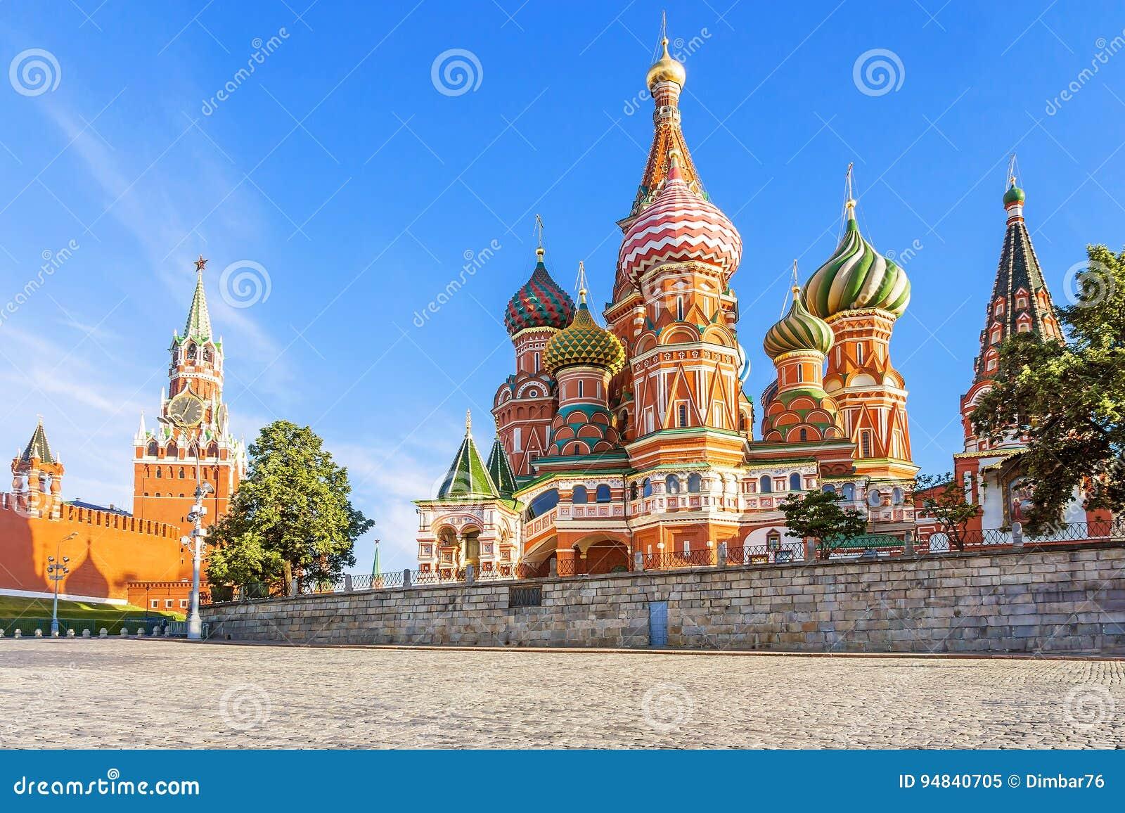 Domkyrka för St-basilika` s på röd fyrkant i Moskva