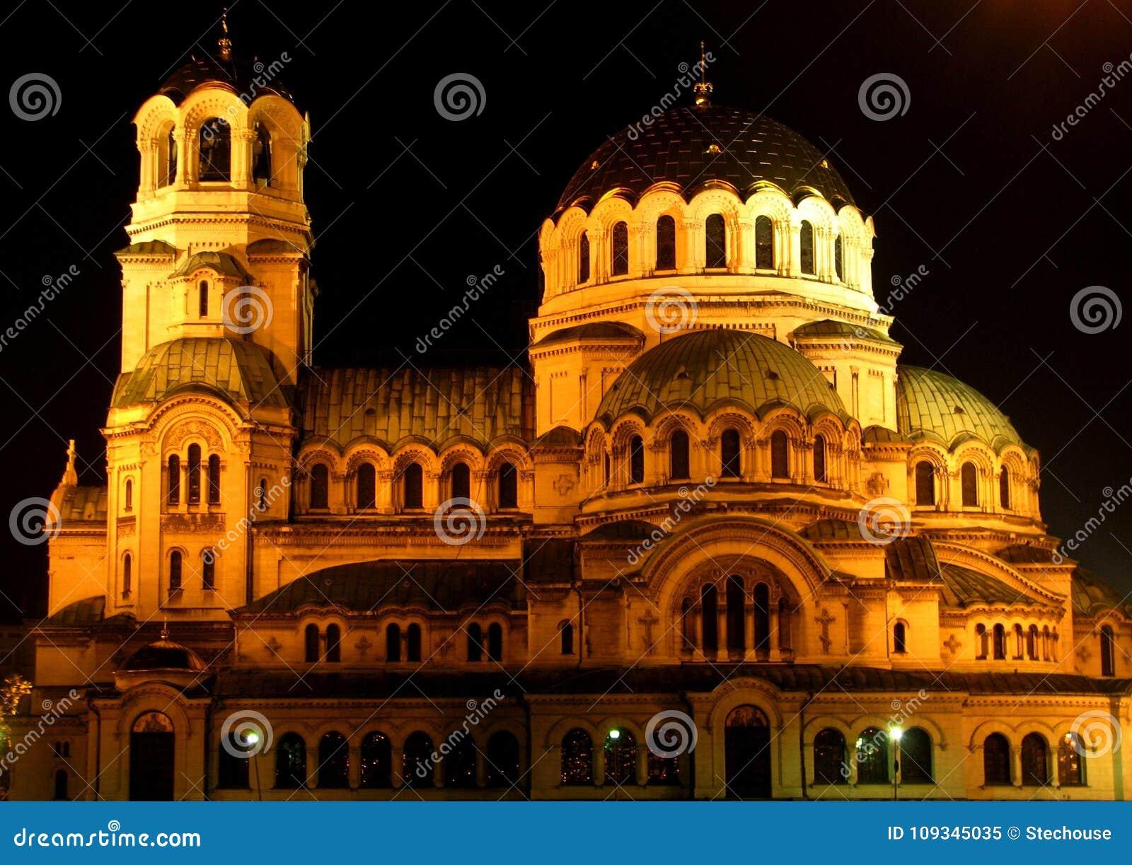 Domkyrkan för St Alexander Nevsky är en bulgarisk ortodox domkyrka i Sofia, capitalen av Bulgarien