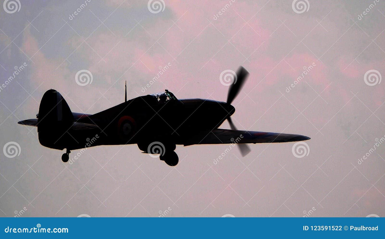 Domokrążca Huragan jest Brytyjskim jednomiejscowym myśliwem 1930s† 1940s