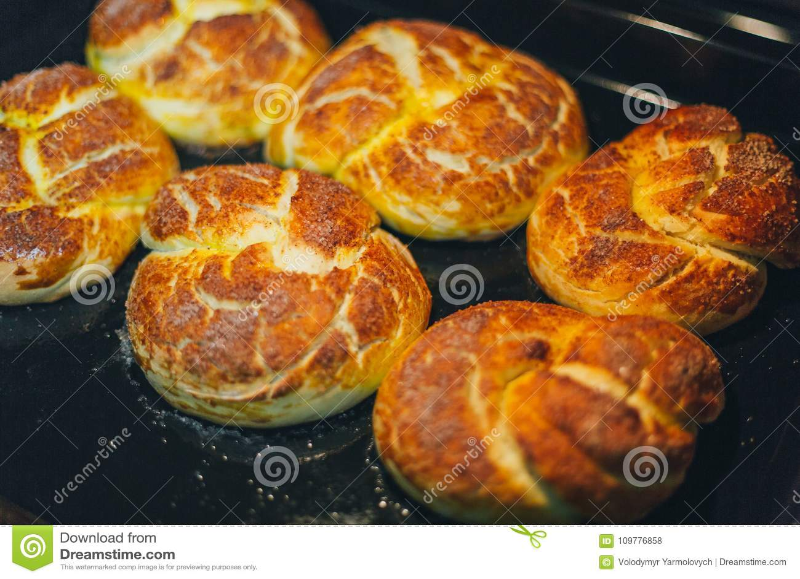 Domowej roboty babeczki piec w piekarniku
