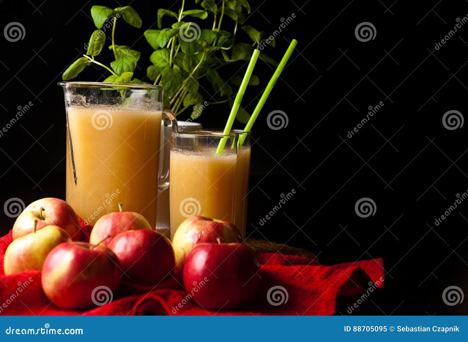 Domowej roboty jabłka i cytryny sok