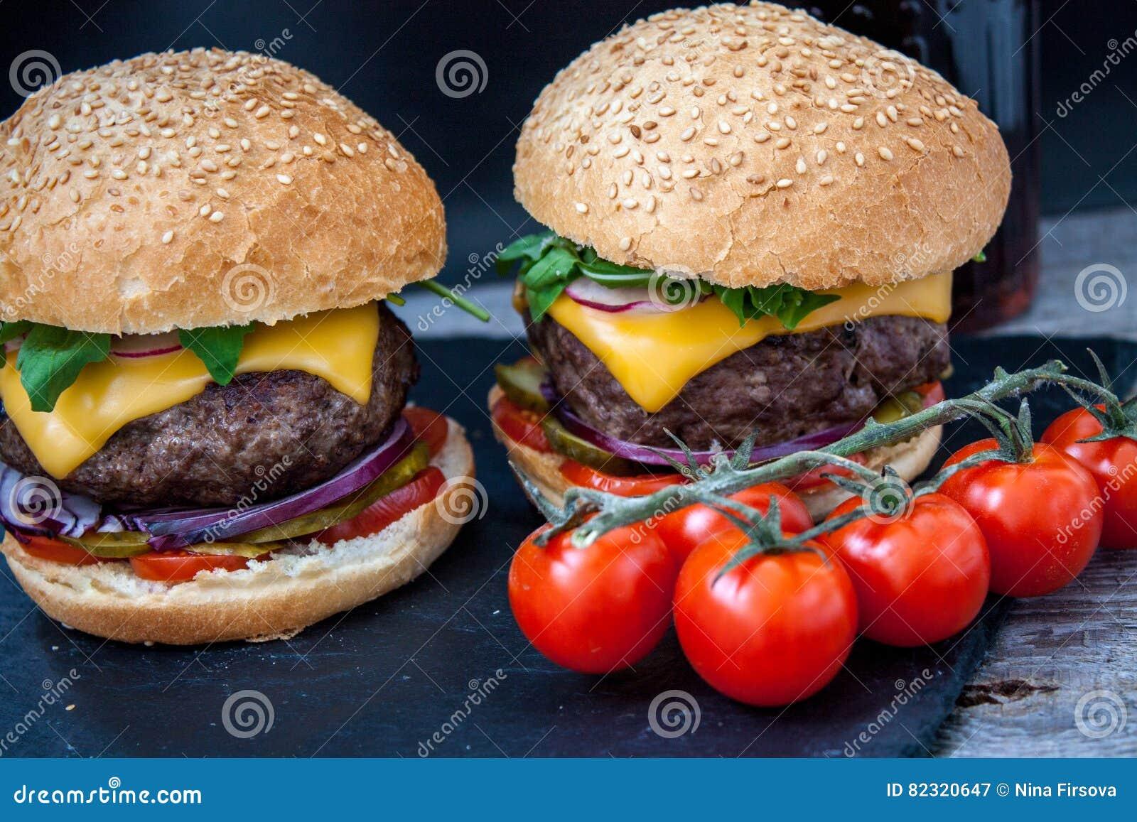Domowej roboty wołowina hamburgery