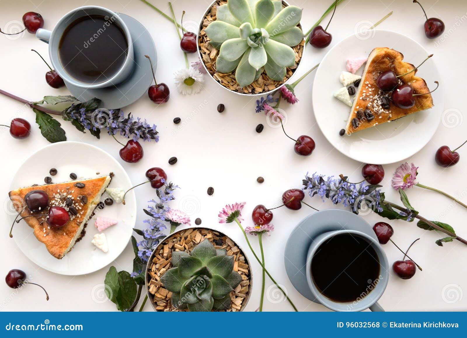 Domowej roboty wyśmienicie śniadanie z kawą