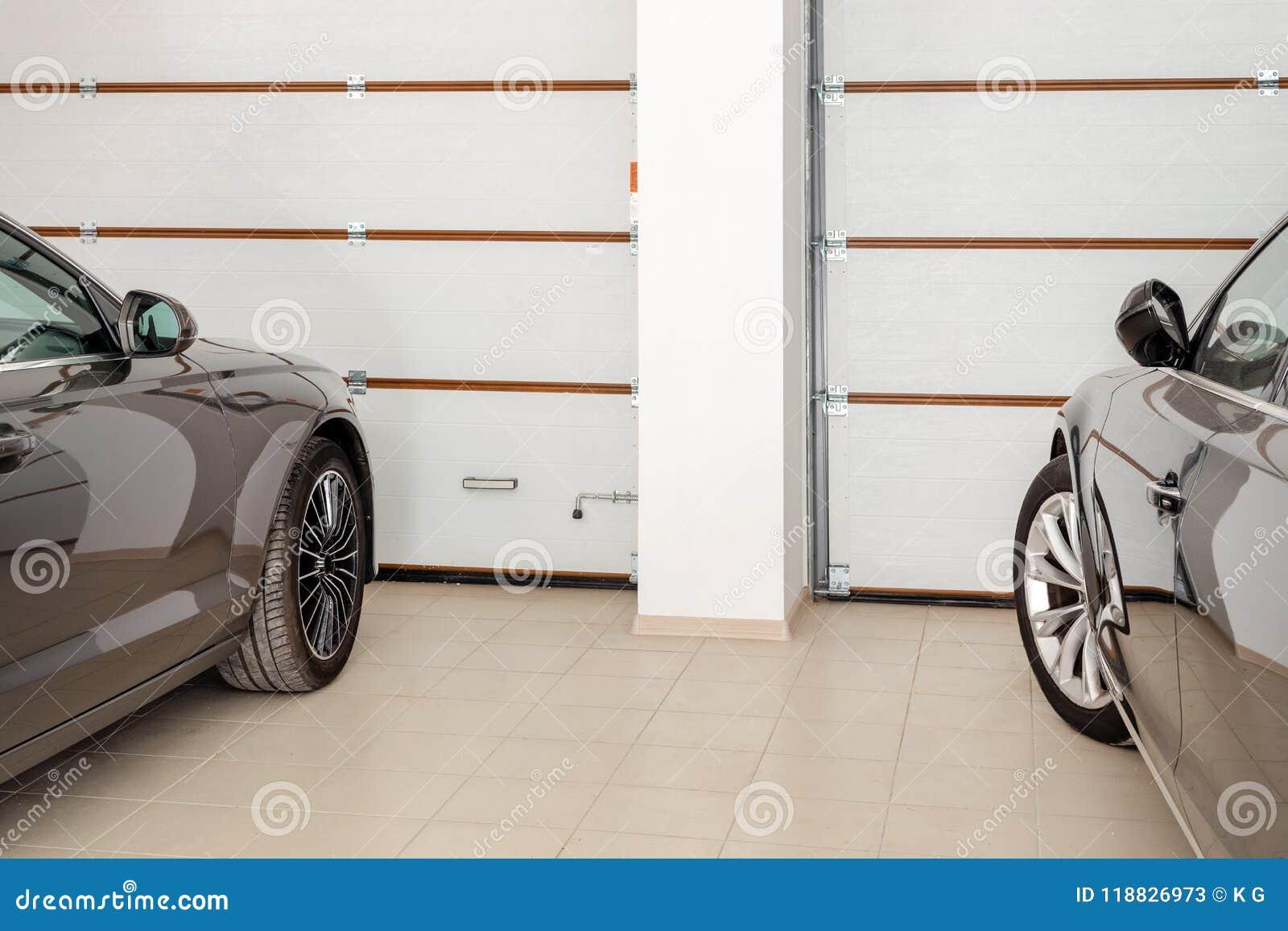Domowy Garaż Dla Dwa Pojazdów Wewnętrznych Czyści Luksusowych