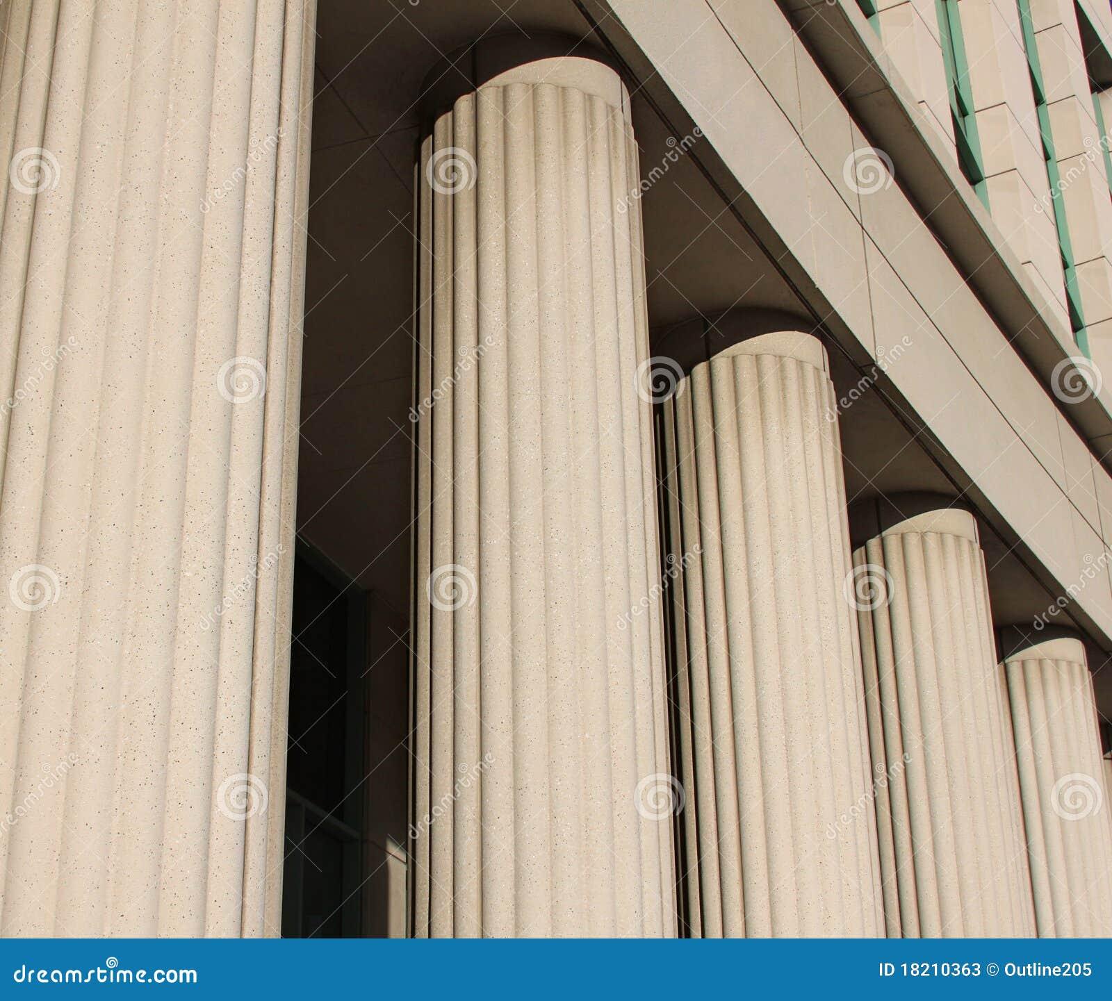 Domstolsbyggnadpelare