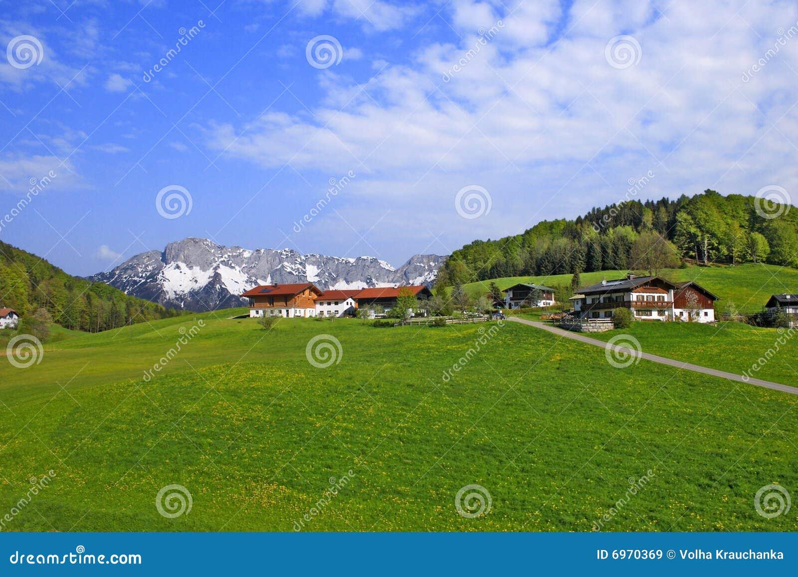 Domu średniorolny krajobraz