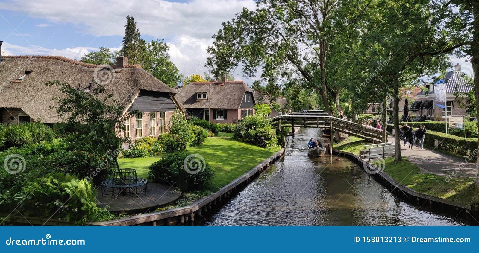 Domy i rzeki w Giethoorn