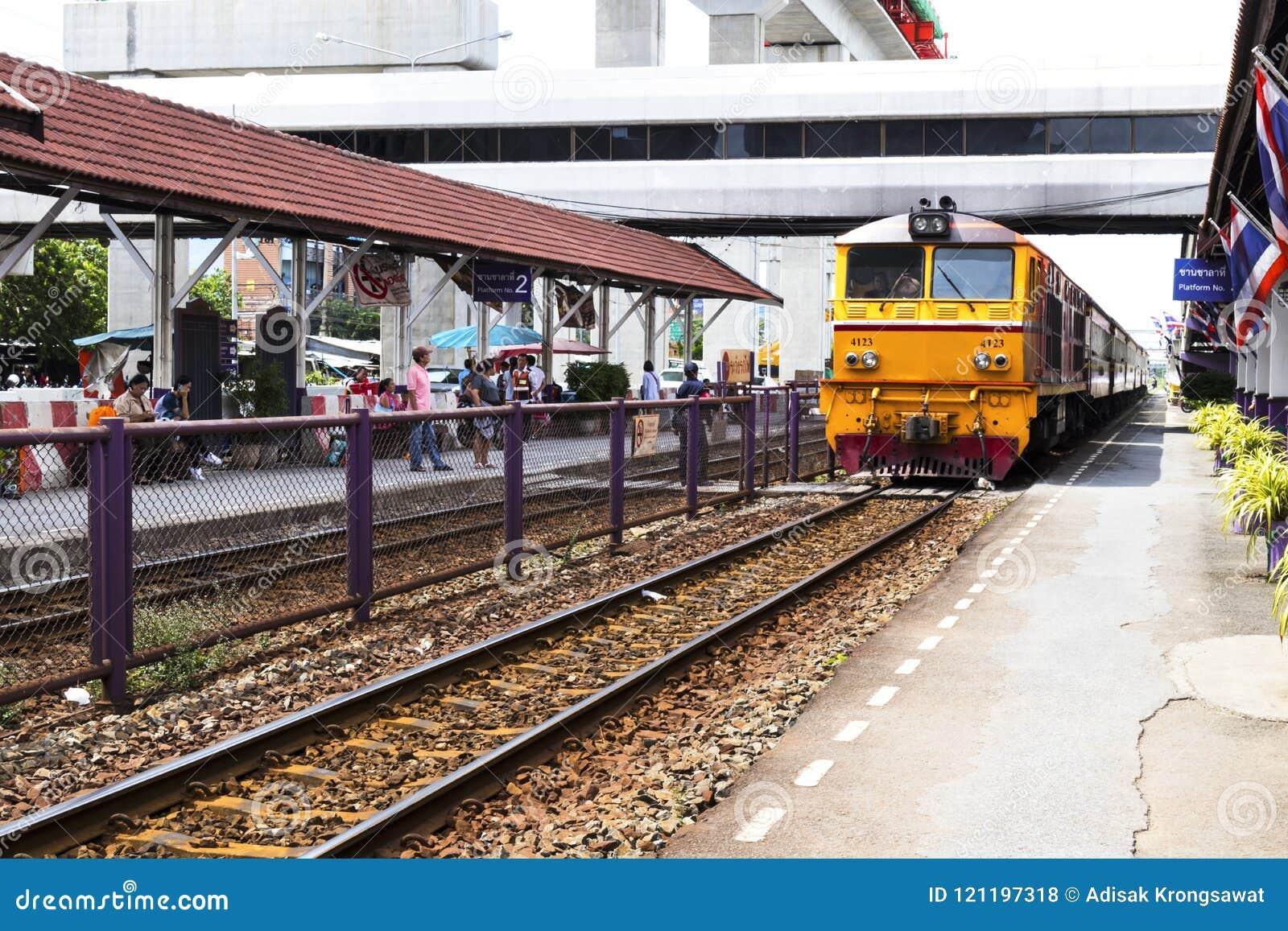 Don Mueang - Thailand - Juli 02, 2017: Thaise Spoorwegen regionaal RT