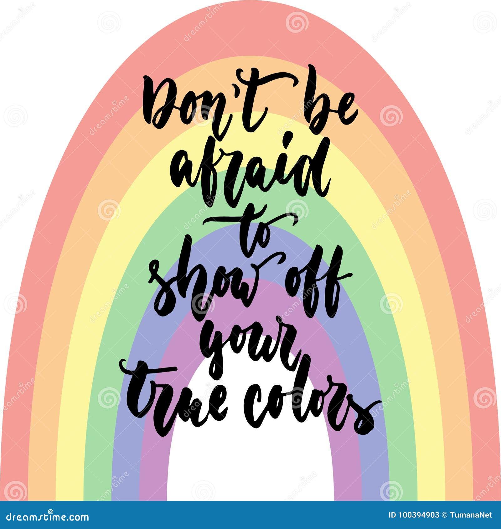 Don-` t hat Angst, yout wahre Farben zu zeigen - gezeichnete Beschriftungszitat LGBT-Slogans das Hand, das auf dem Regenbogenhint