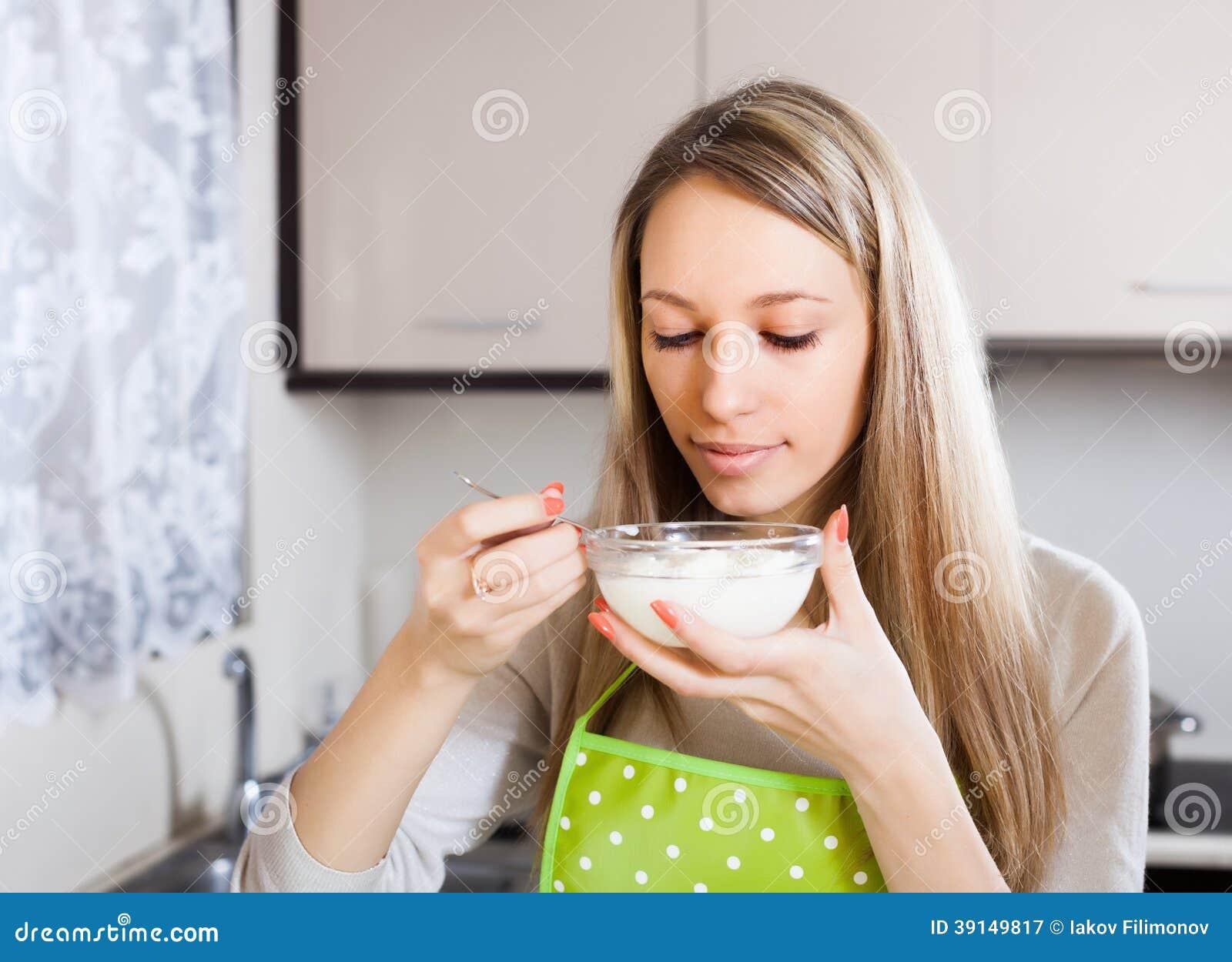 Comendo o cu da dona de casa