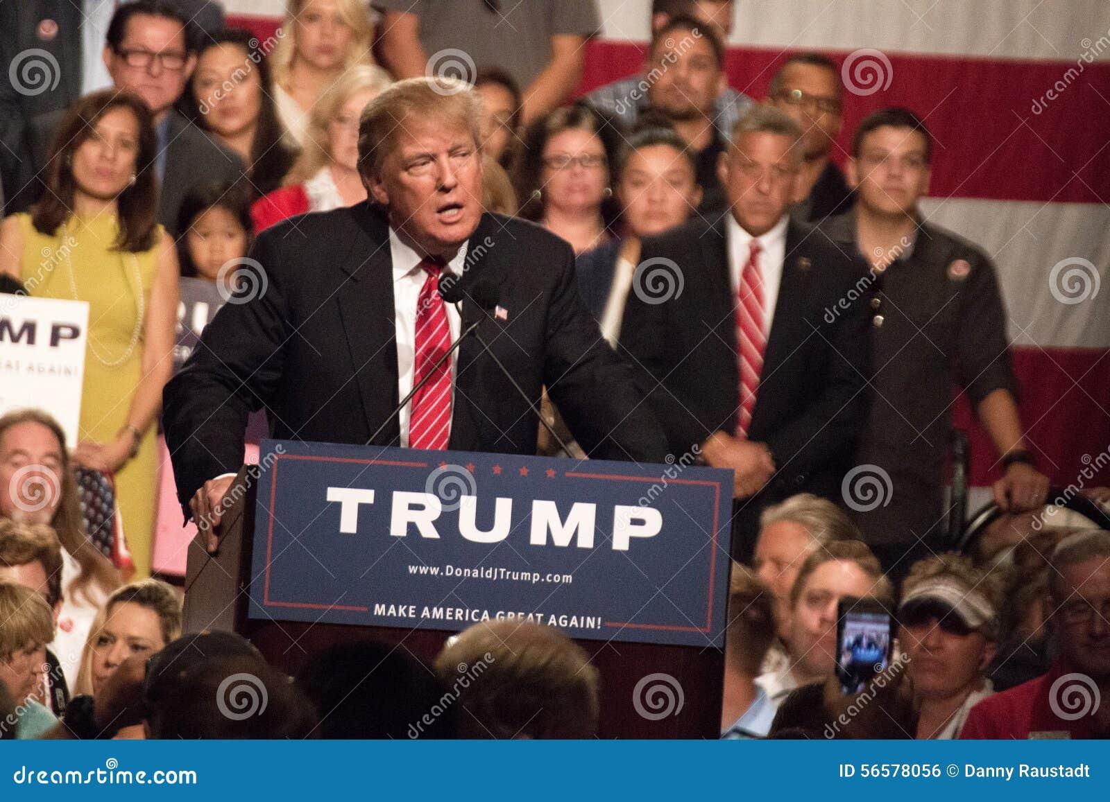Donald atutu Prezydenckiej kampanii pierwszy wiec w Phoenix