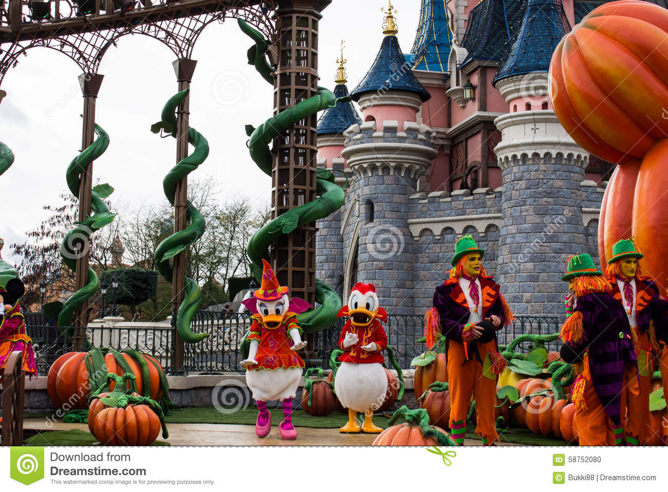 donald duck and daisy during halloween celebrations at. Black Bedroom Furniture Sets. Home Design Ideas