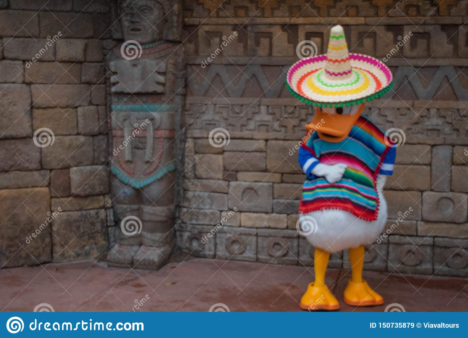 Donald Duck in Mexicaanse kleren in Epcot 1