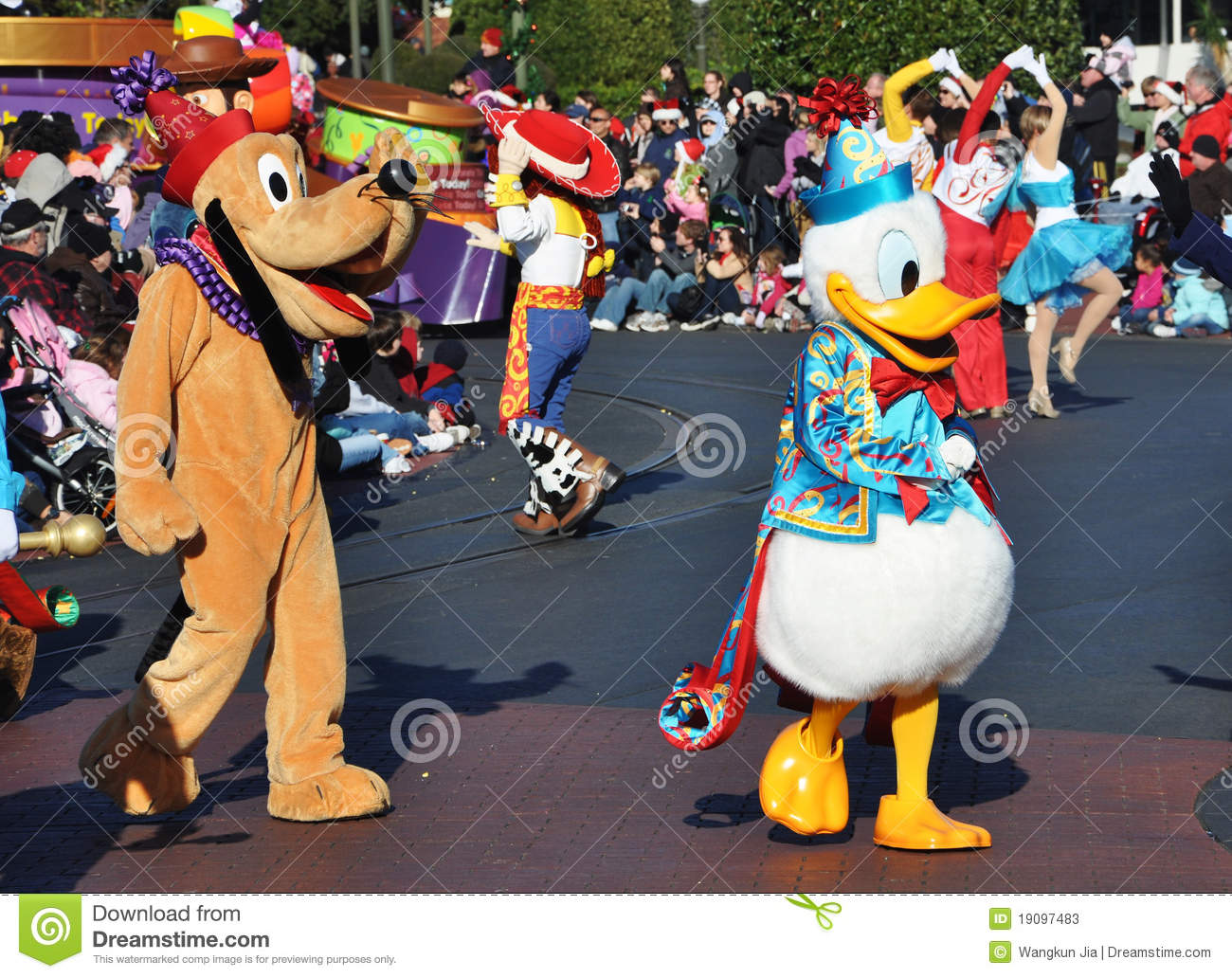 Donald Duck And Pluto In Disney Parade Editorial Stock