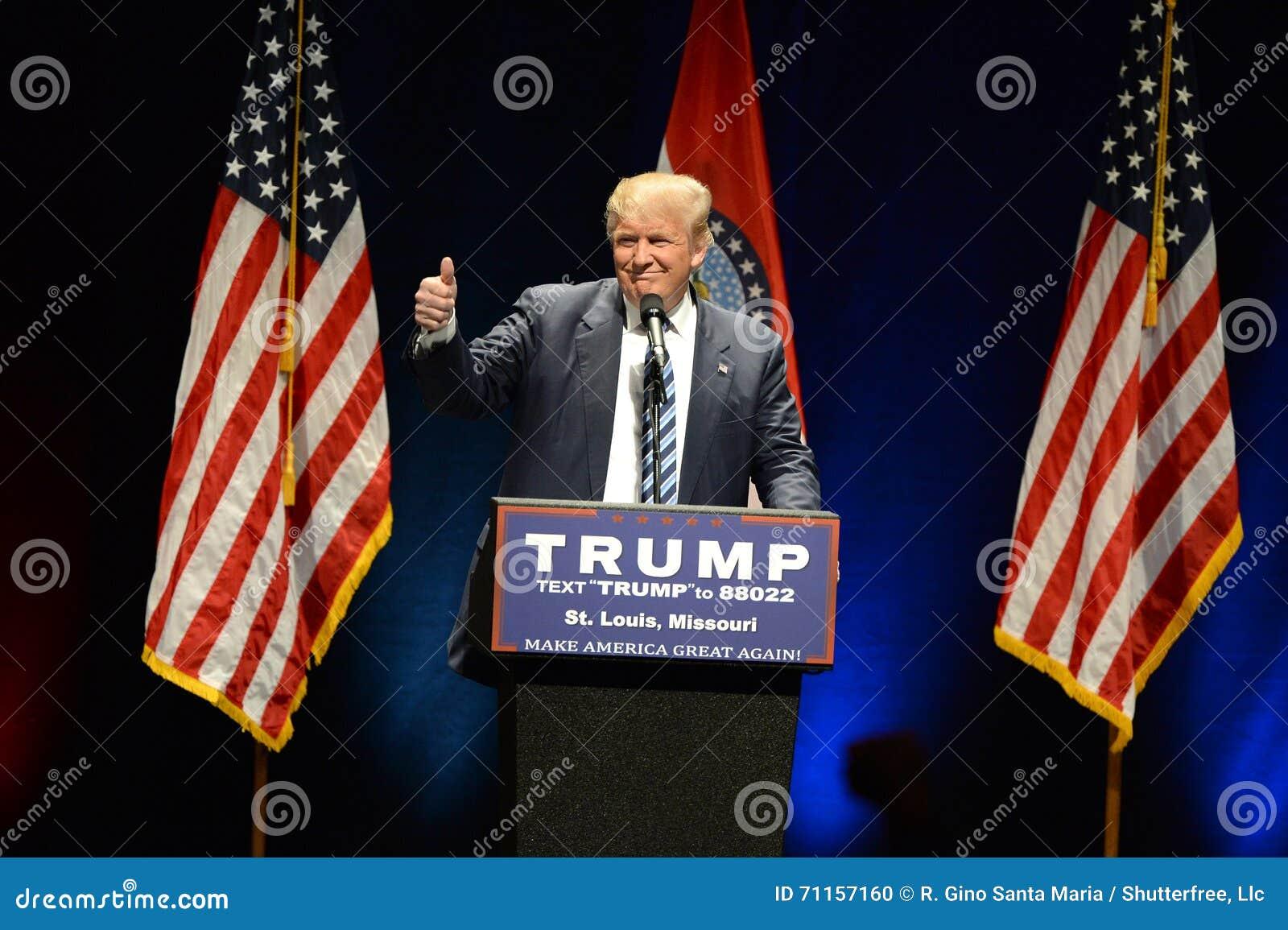 Donald Trump Campaigns à St Louis