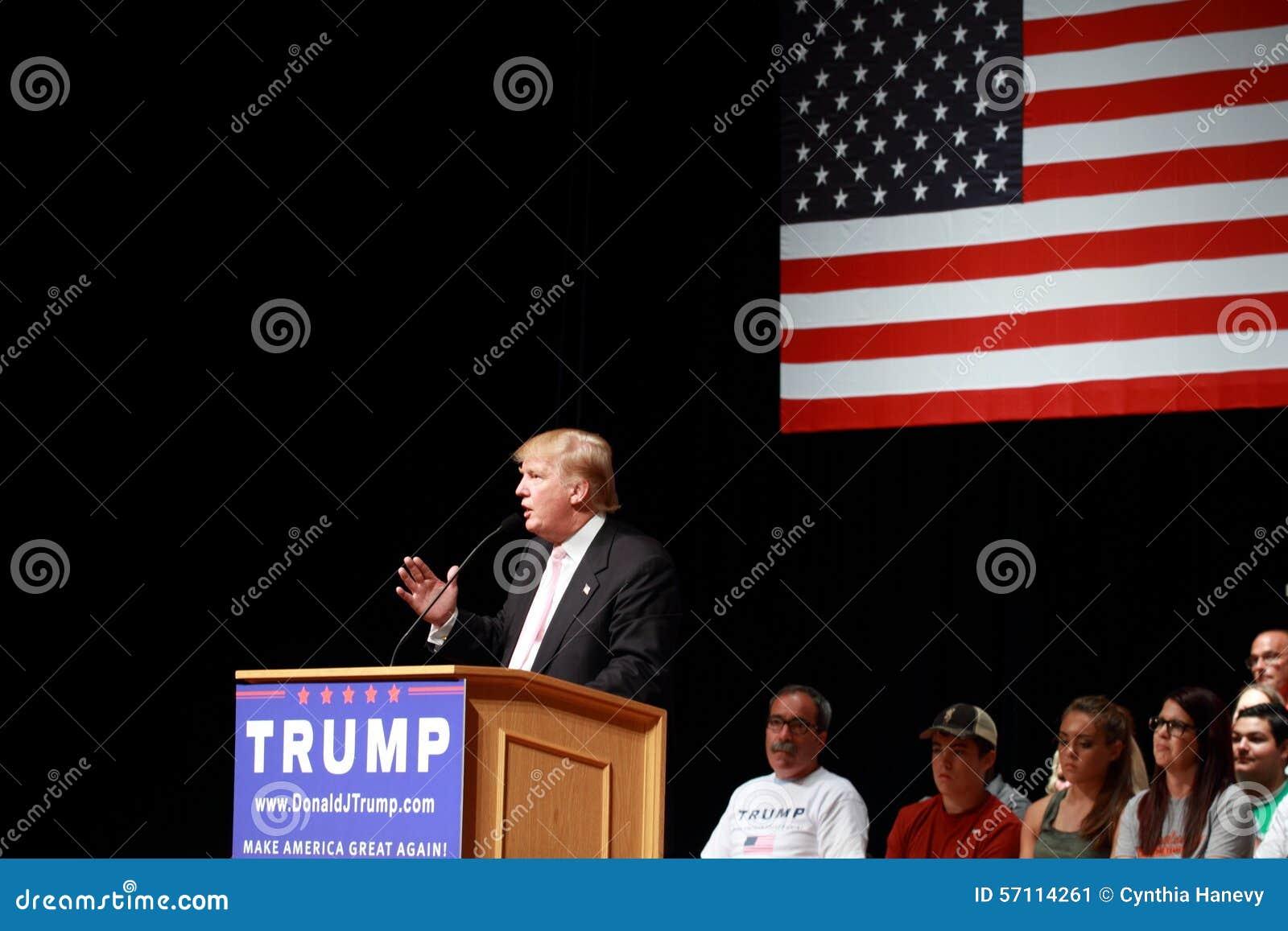 Donald Trump habla en la reunión de la campaña en julio, 25, 2015, en Oskaloosa, Iowa