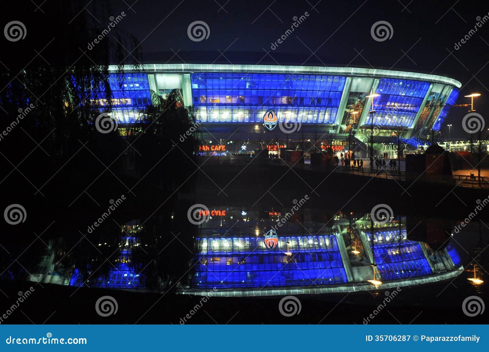 Donbass-арена на ноче