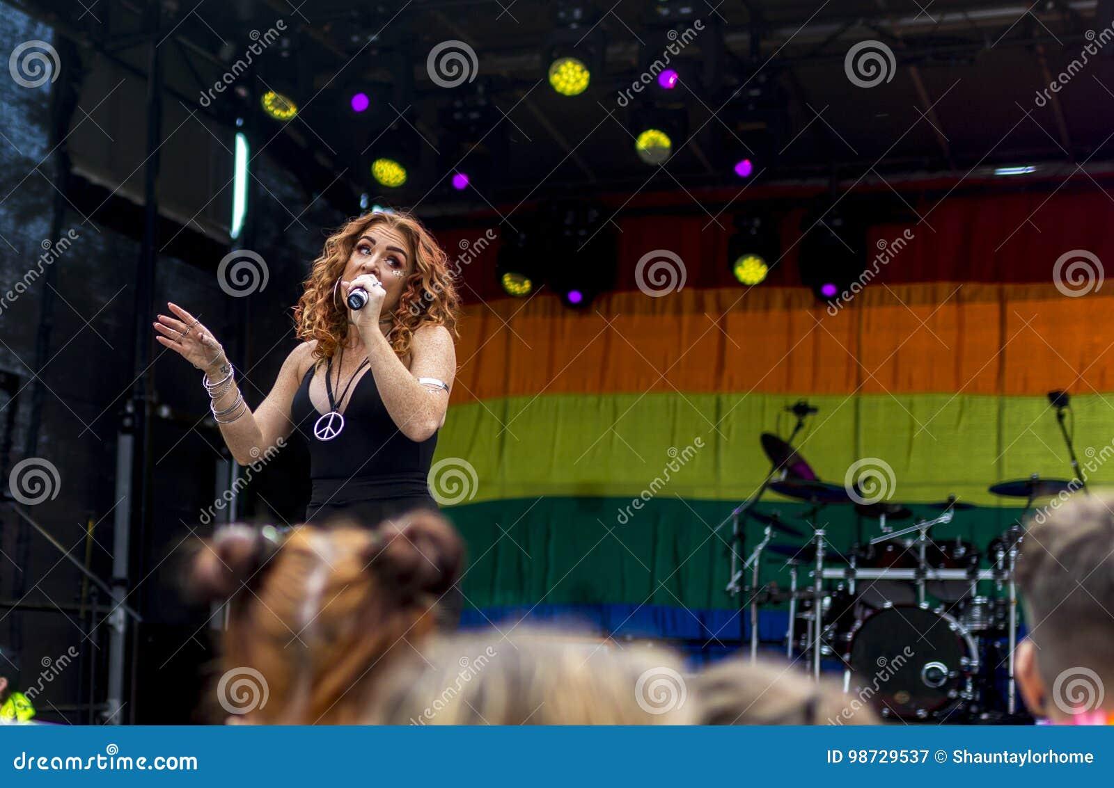 Doncaster stolthet19 Augusti 2017 LGBT festival, Donna Ramsdale, Jess