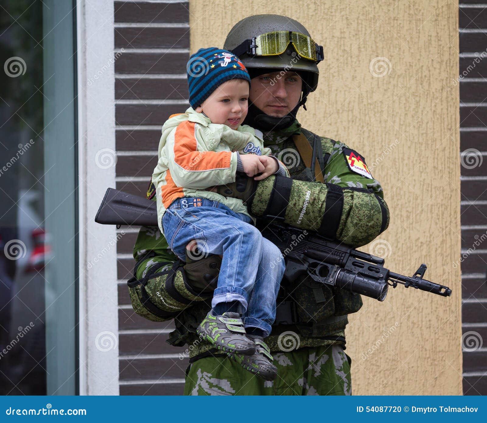 Donetsk - Mei 9, 2015: De Volksrepubliek van Donetsk van het militairleger is
