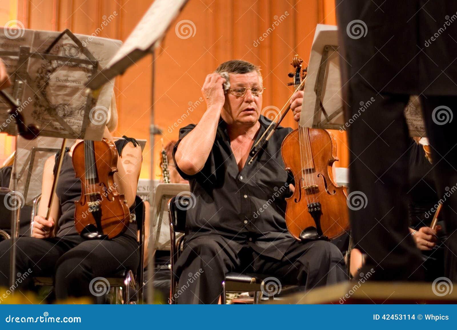 Donetsk-Opern-Orchesterschweiß