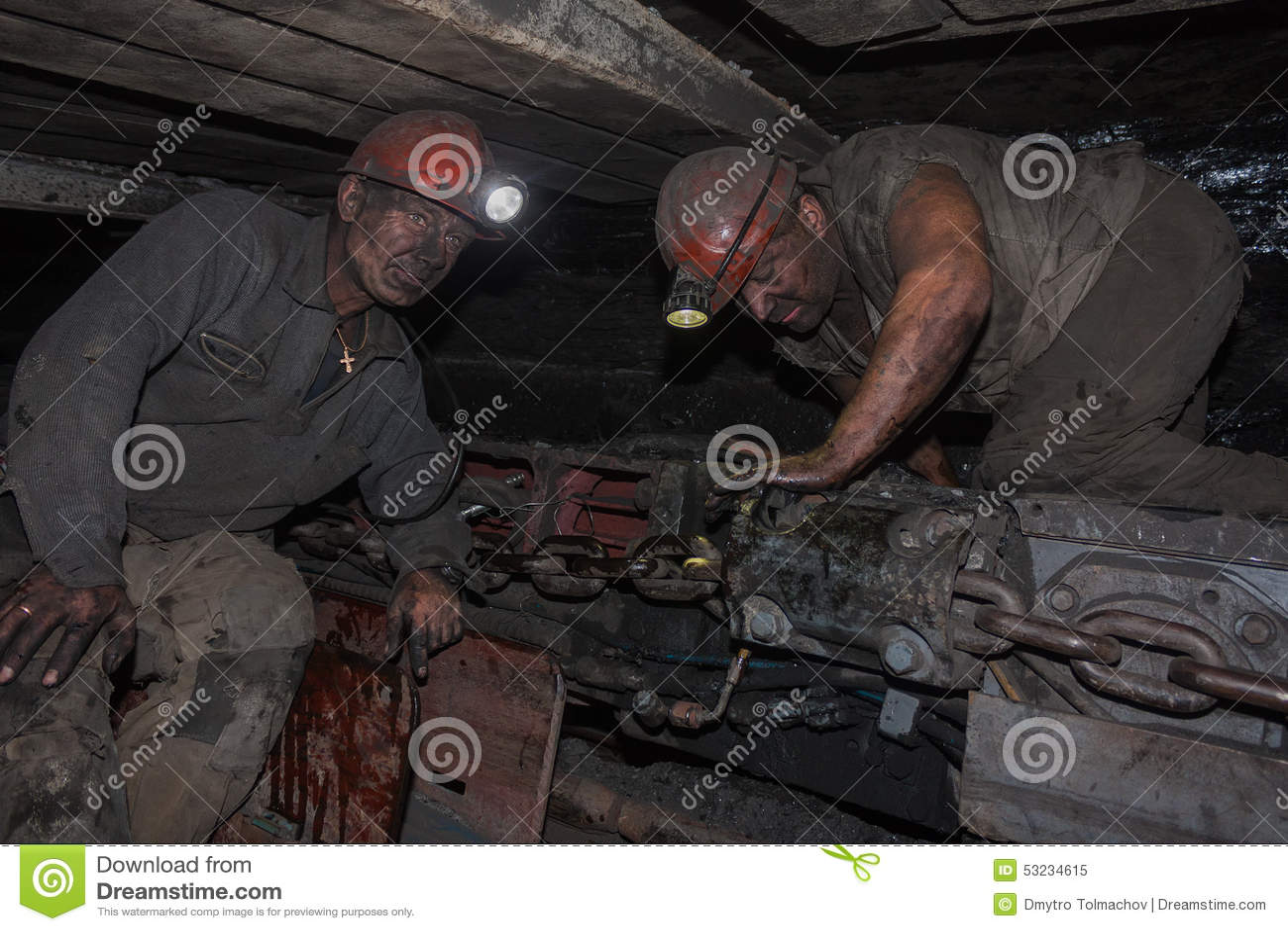 Donetsk, Ukraine - August, 16, 2013: Bergmänner nahe dem Kohlenbergbau