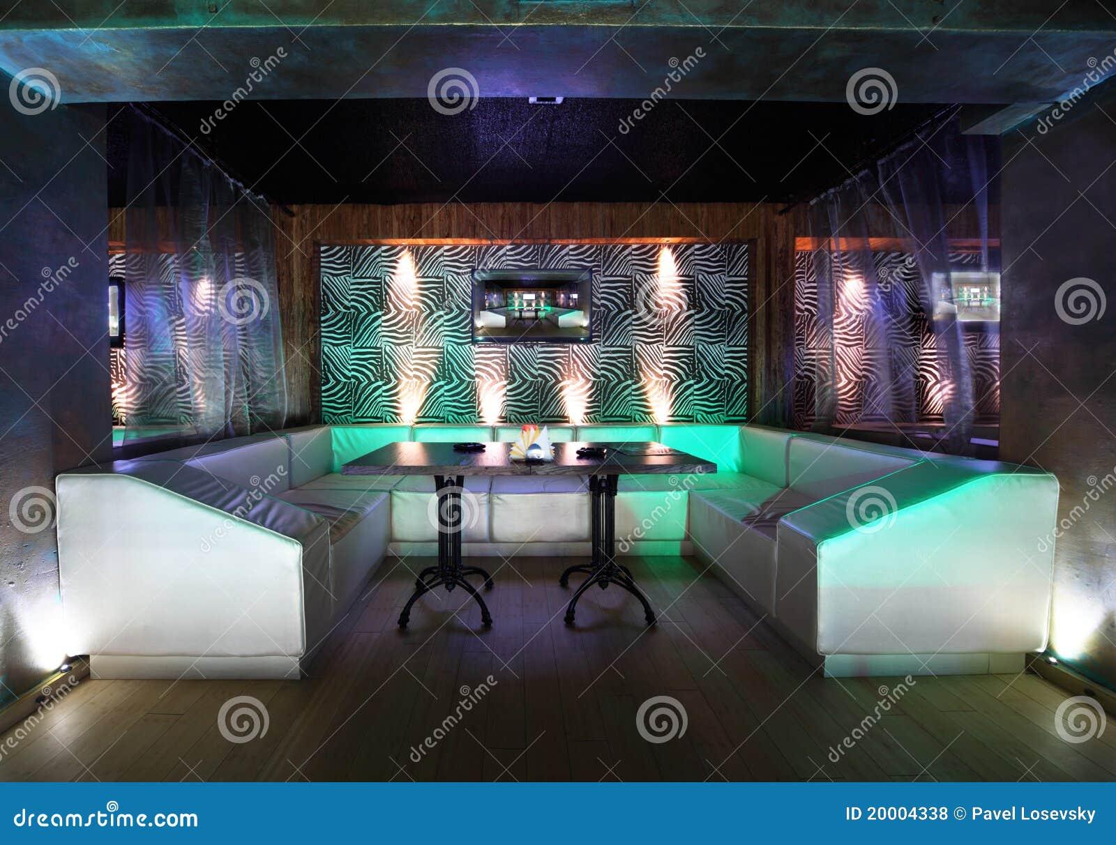 Donker verlicht modern restaurant redactionele stock foto afbeelding 20004338 - Eigentijds restaurant ...