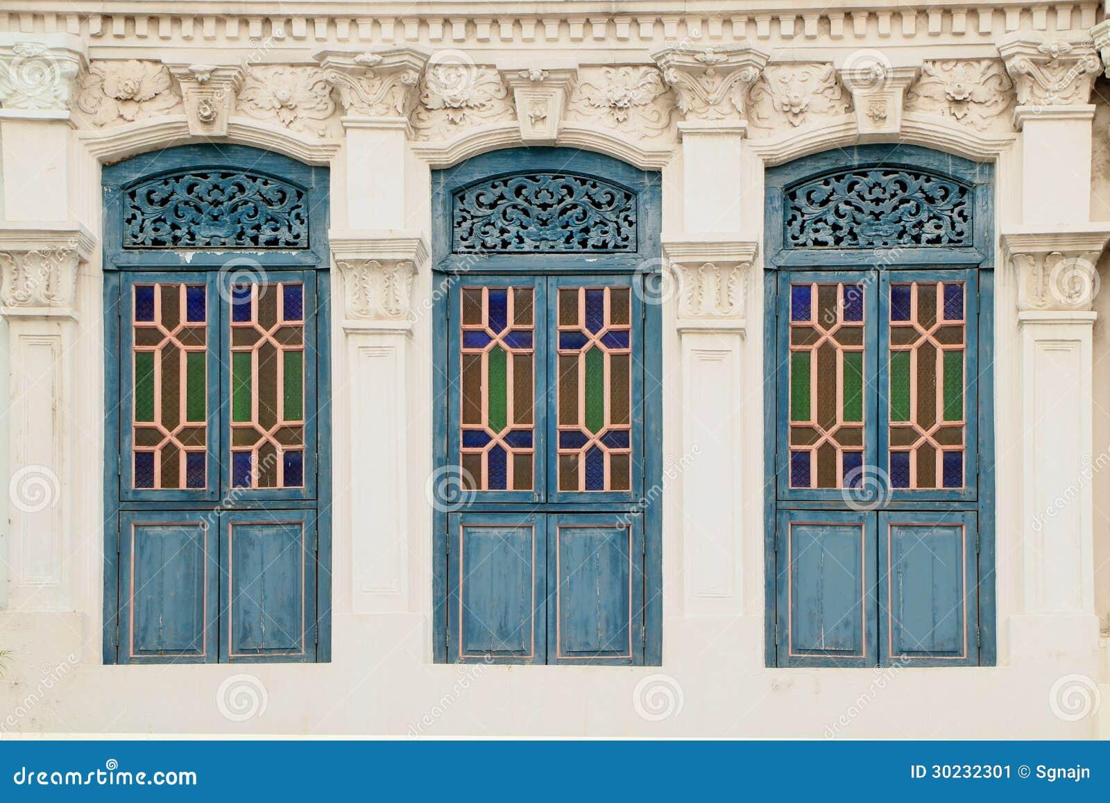 Donkere cyaankleuren houten vensters stock afbeelding afbeelding 30232301 - Decoratie van de kamers van de meiden ...