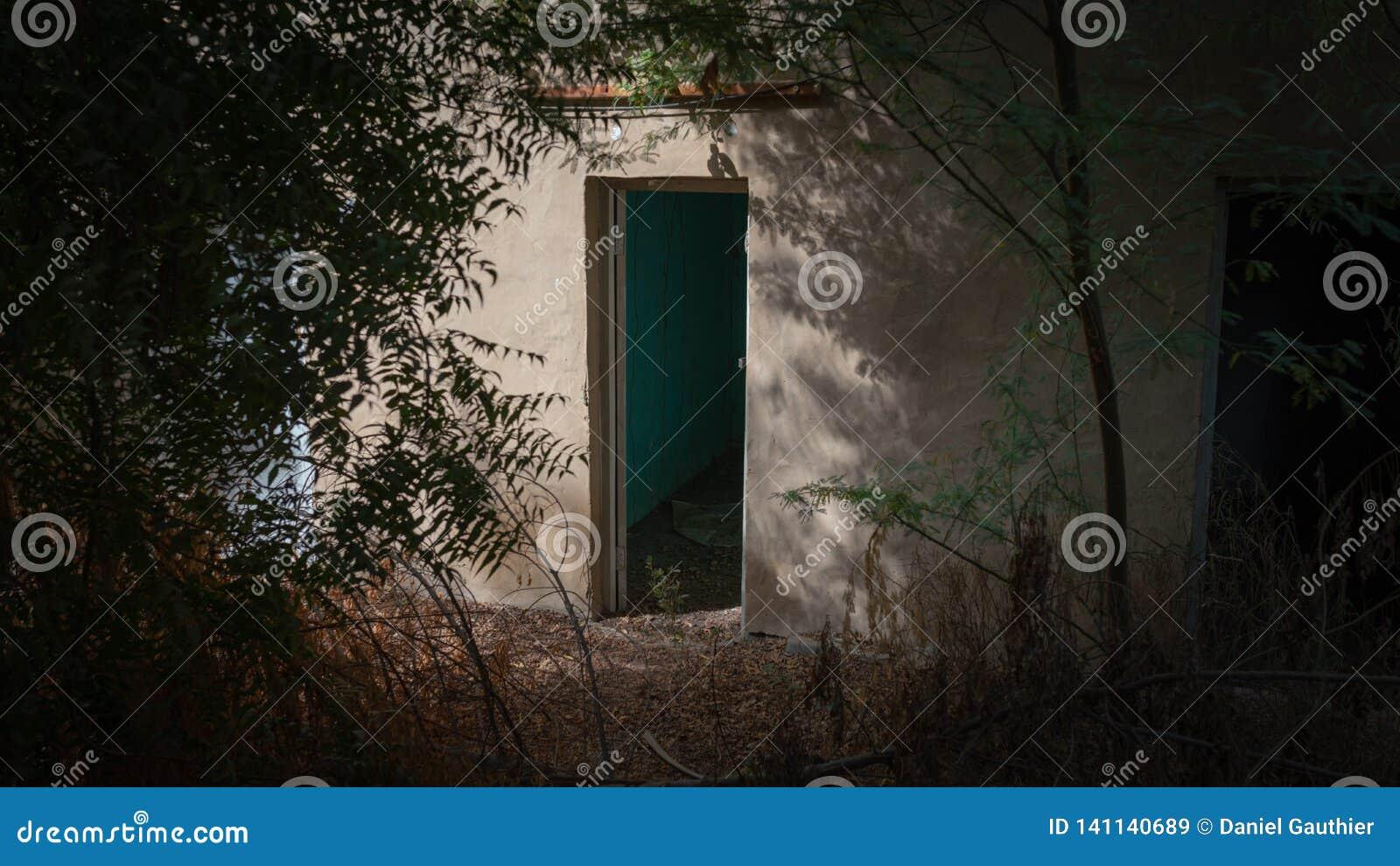 Donkere deur in Al Ain, Oase, Verenigde Arabische Emiraten