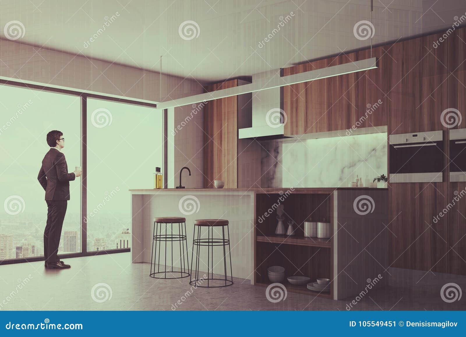Industrieel Keuken Bar : Donkere houten keuken bar en venster gestemde kant stock