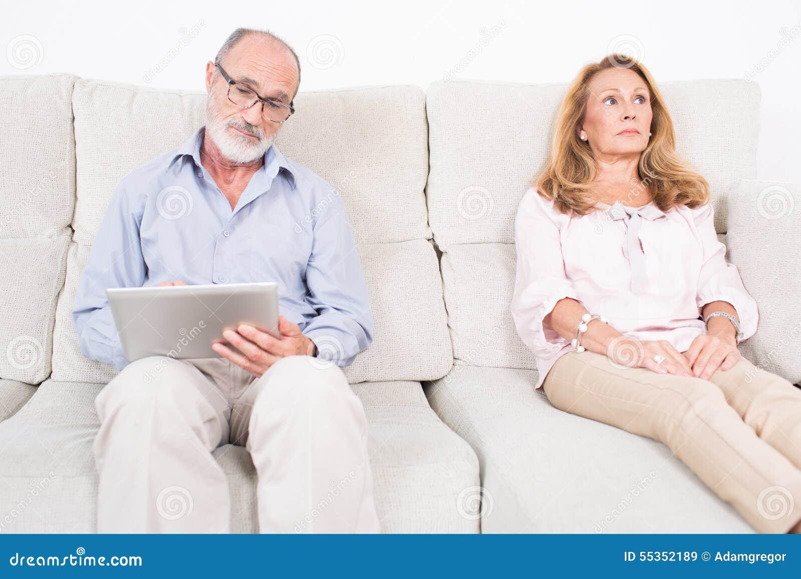 Donna anziana che è allo psicologo