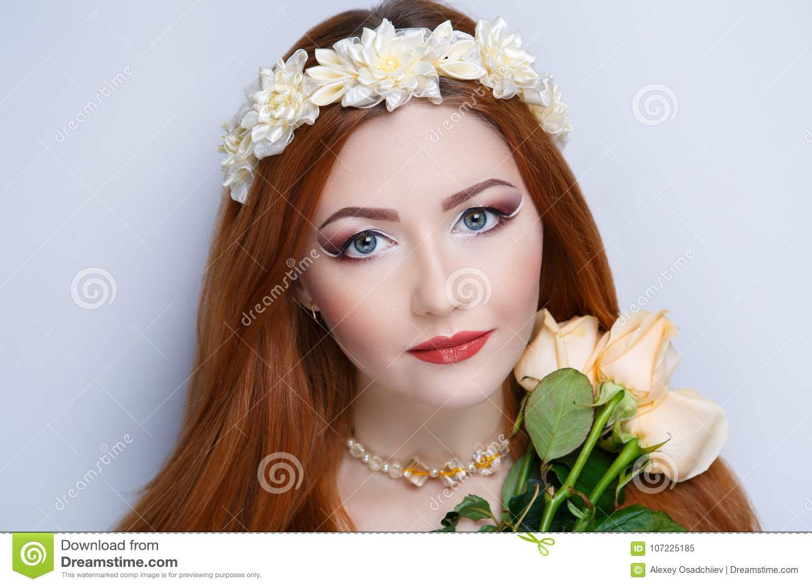 Donna arancio dei capelli