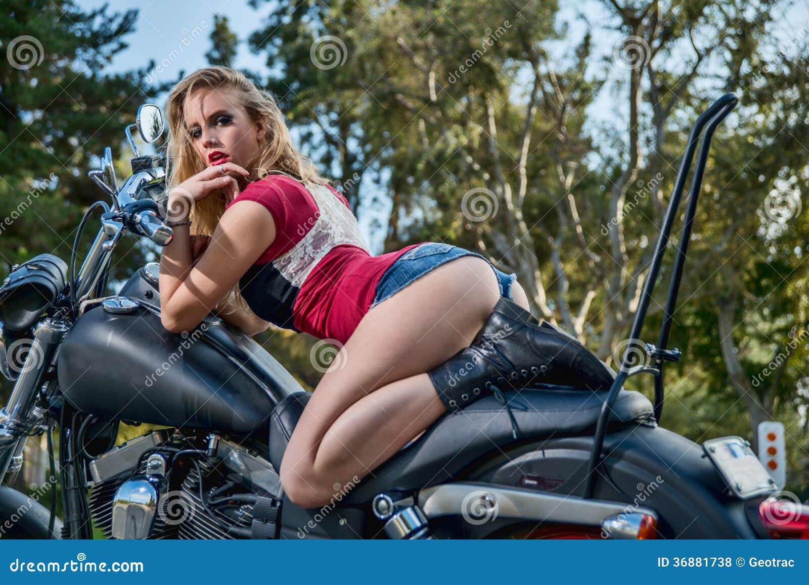 Download Donna Bionda Caucasica Sexy Fotografia Stock - Immagine di moderno, fashionable: 36881738