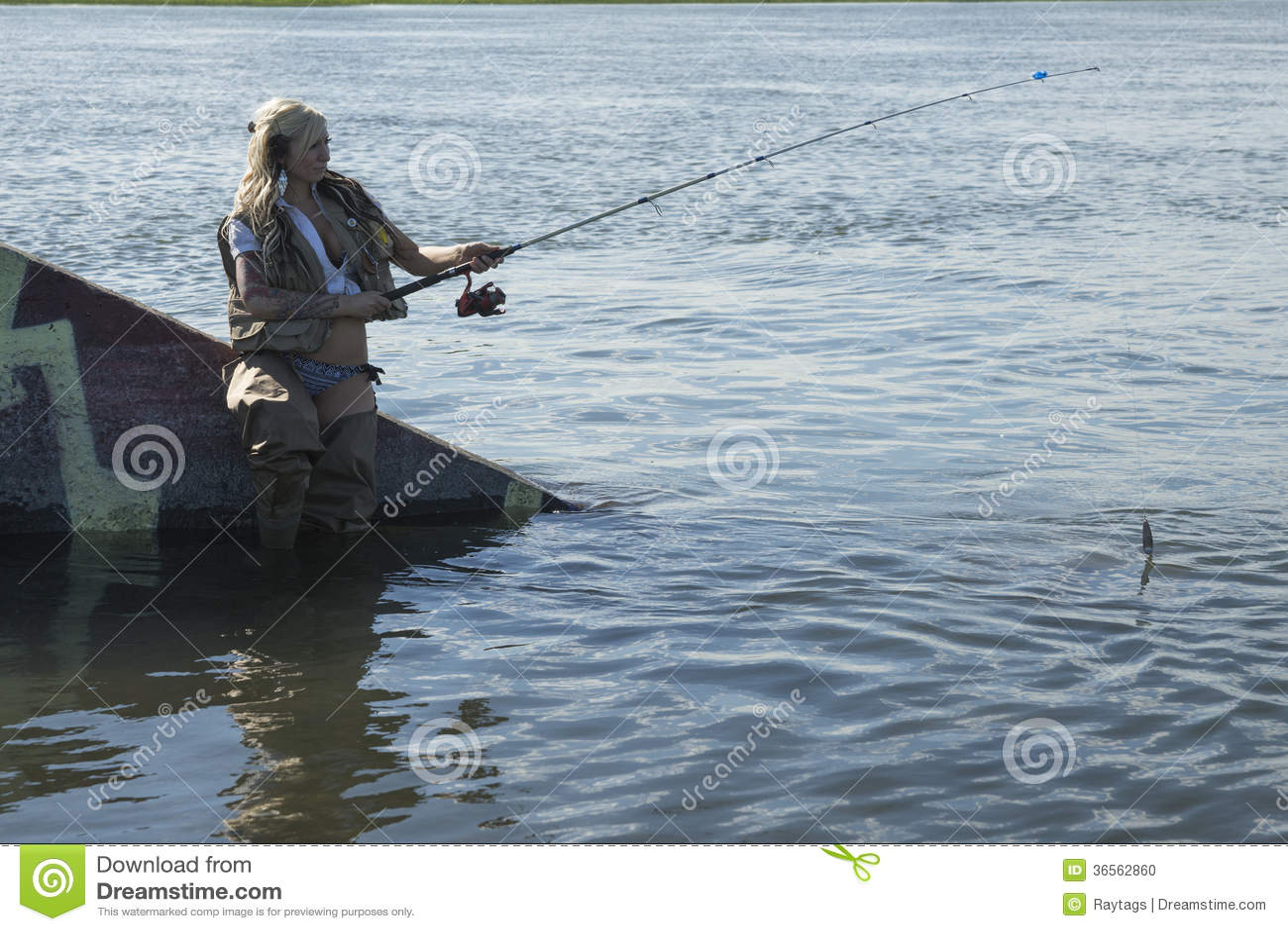 Donna bionda di pesca