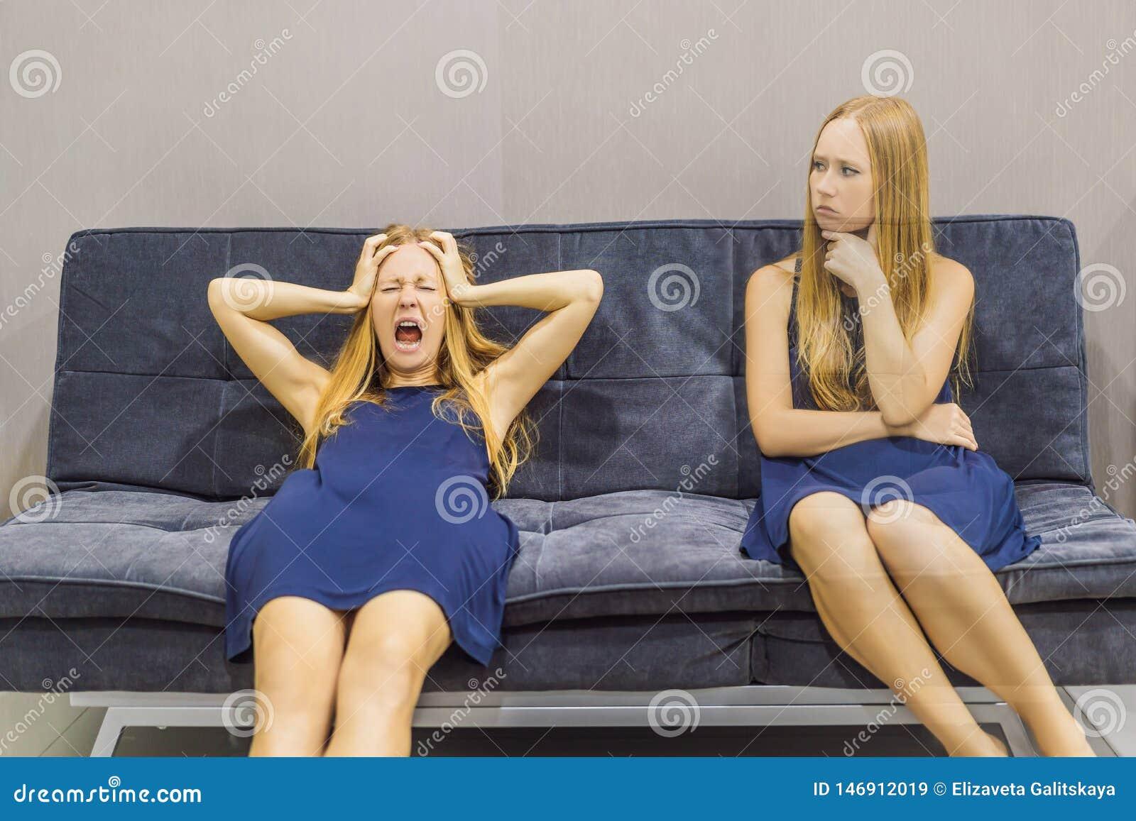 Donna che avverte le emozioni tristi e valutare le loro emozioni dal lato Concetto emozionale di intelligenza
