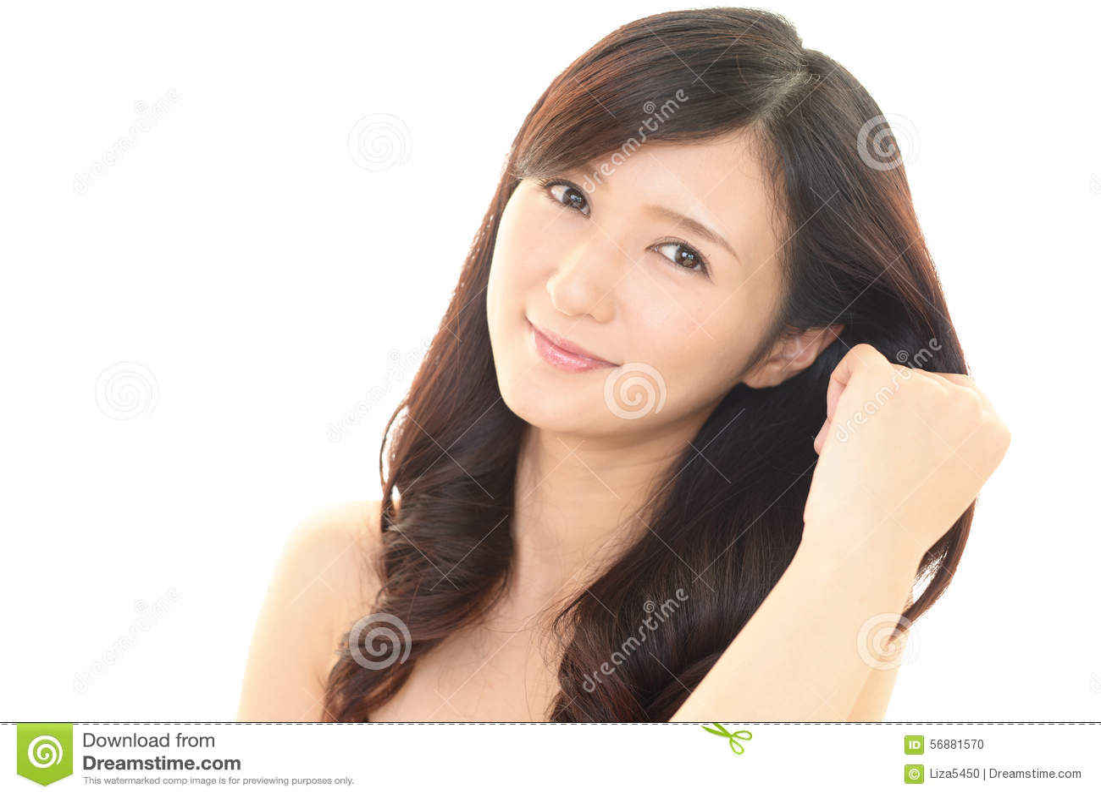 Donna che cattura cura dei suoi capelli