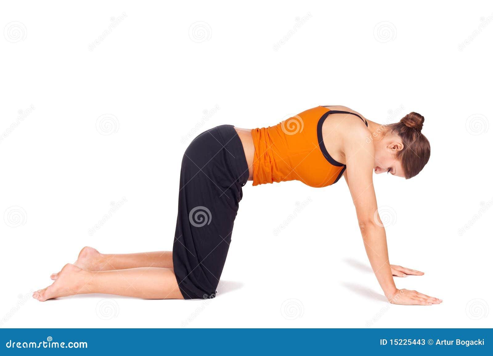 Donna che fa esercitazione di distensione di yoga