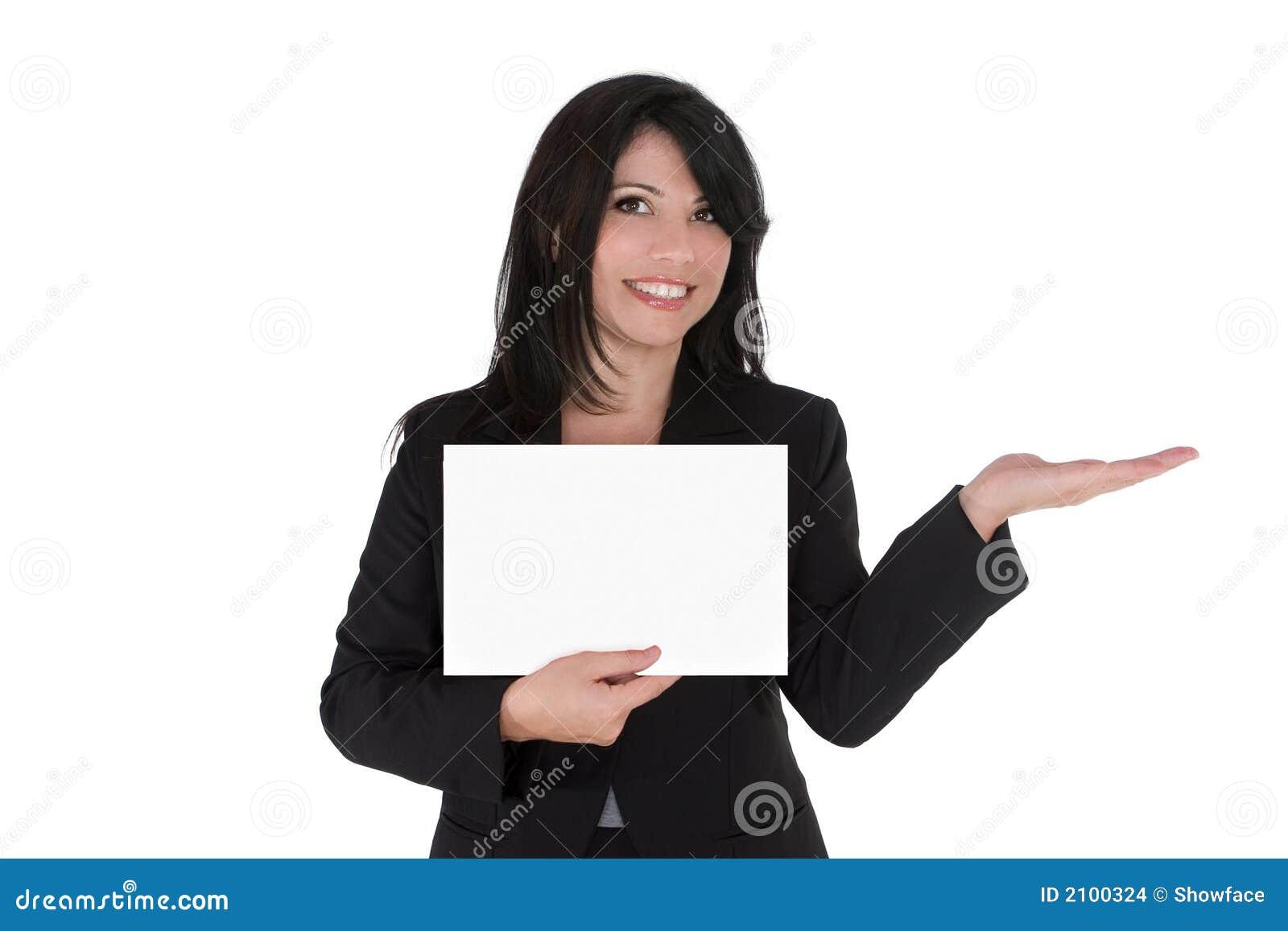 Donna che fa pubblicità al prodotto