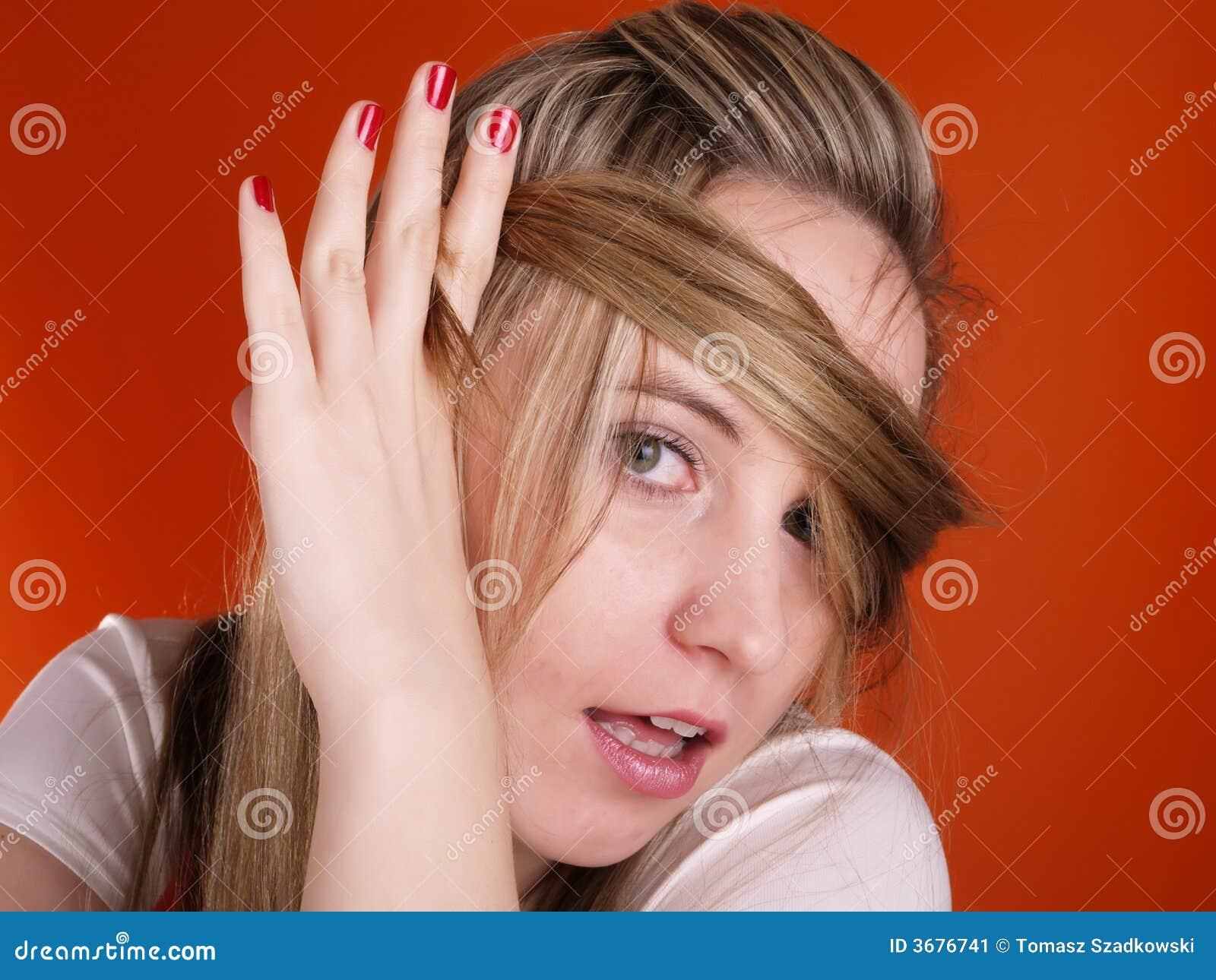 Download Donna Con Capelli Sopra Il Suo Fronte Immagine Stock - Immagine di biondo, bellezza: 3676741