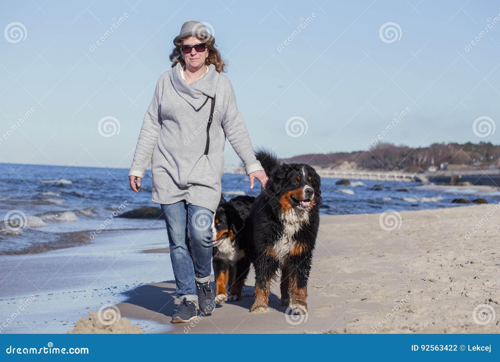 Donna con i cani