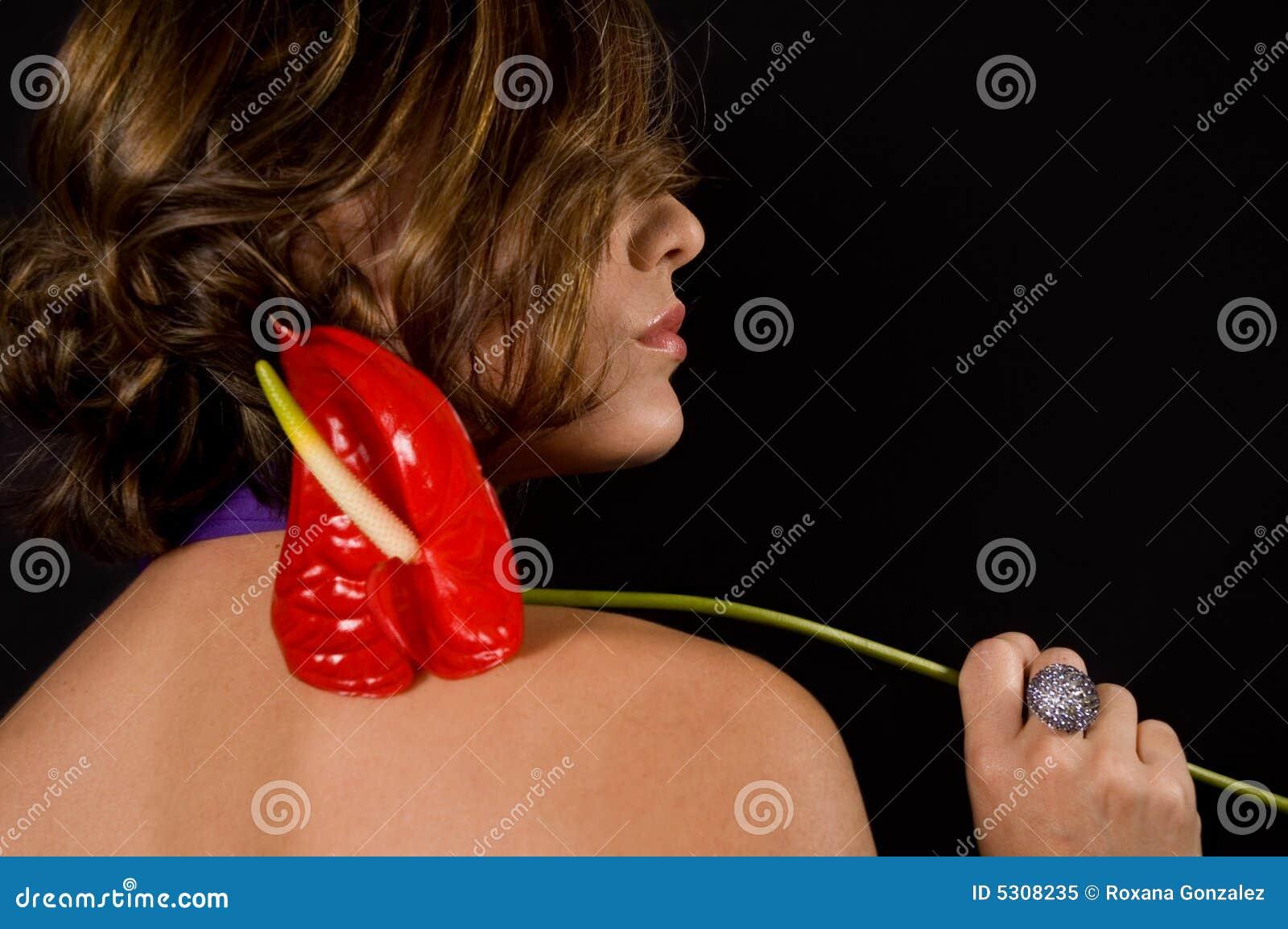 Download Donna con il fiore esotico immagine stock. Immagine di attraente - 5308235