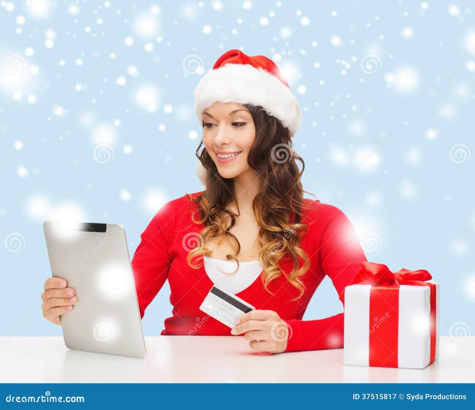 Donna con il regalo il pc della compressa e la carta di for Pc in regalo gratis