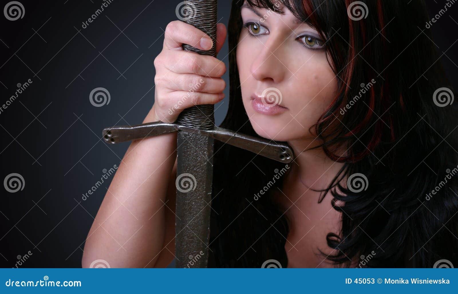 Donna con la spada