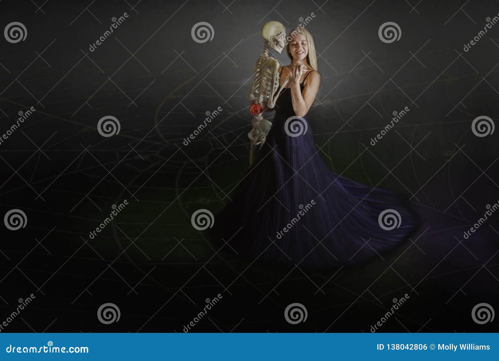 Donna con lo scheletro
