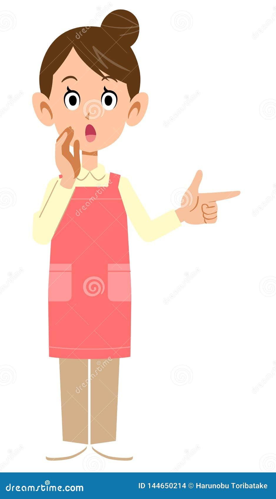 Donna con un grembiule che indica ad un dito e che dice informazioni