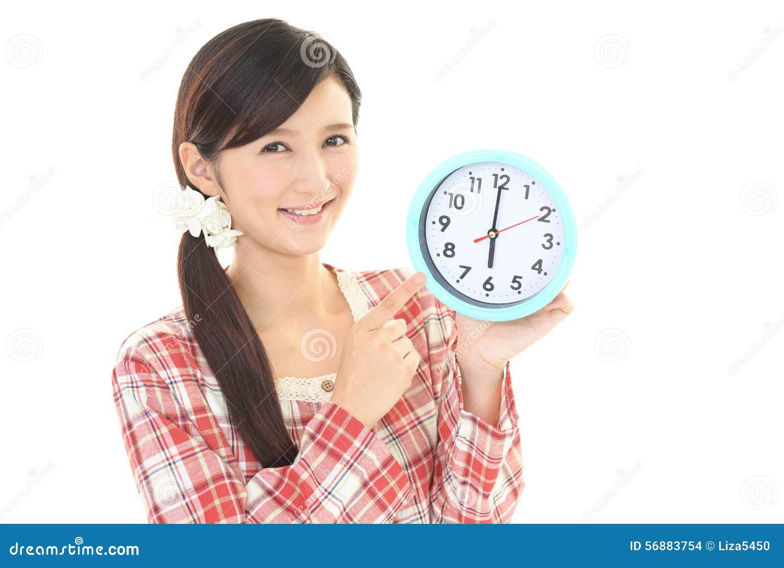Donna con un orologio